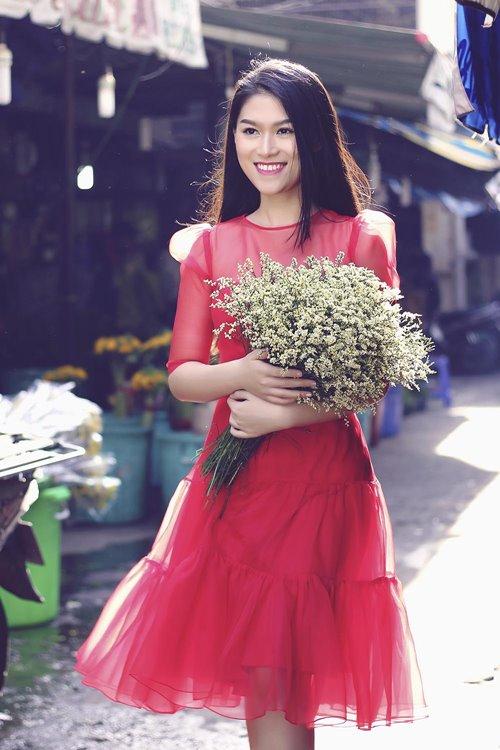 Ngọc Thanh Tâm rạng rỡ giữa phố hoa xuân-4