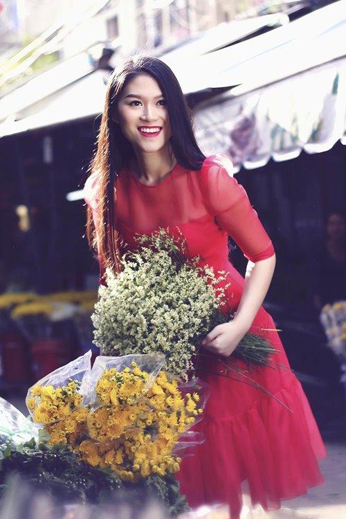Ngọc Thanh Tâm rạng rỡ giữa phố hoa xuân-5