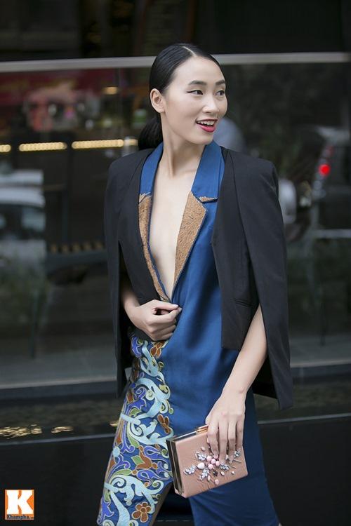 """Trang Khiếu khoe style """"độc"""" xuống phố cùng Vũ Tuấn Việt-10"""