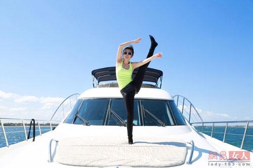 ly bang bang khoe dang thon voi yoga tren du thuyen - 7