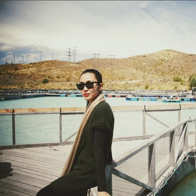 Là một trong những biểu tượng mặc đẹp của showbiz Việt nên ngay cả khi mang bầu, Tăng Thanh Hà cũng thể hiện được sự tinh tế của mình trong khâu lựa chọn trang phục. Cô vẫn trung thành với vẻ đẹp thanh lịch, kín đáo.