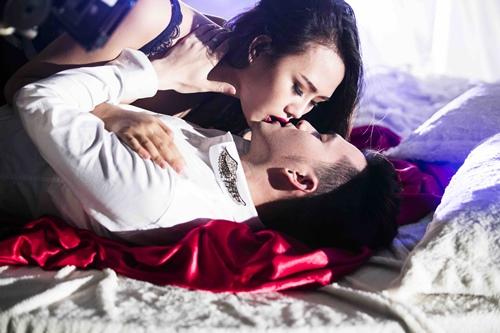 """nam cuong """"lot xac"""" voi hinh anh nam tinh - 1"""