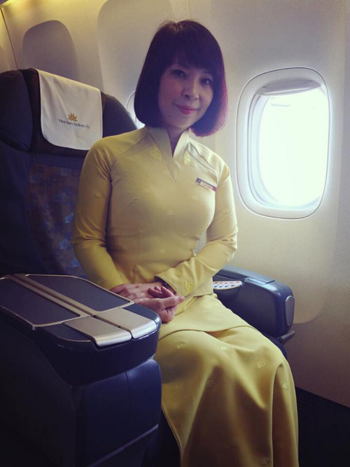 tiep vien vietnam airlines thich thu dien dong phuc moi - 7