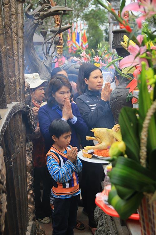 Dòng người đổ về lễ Khai ấn đền Trần-10