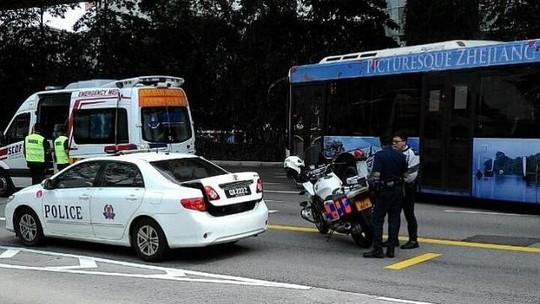 singapore: roi tu duong cao toc xuong, co gai viet thiet mang - 1