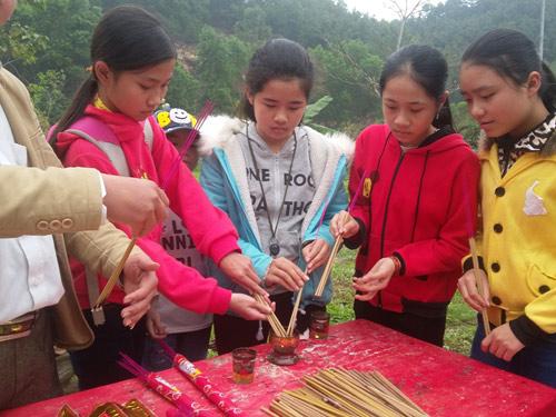 hang nghin nguoi chen chan tham du le hoi vua mai - 7