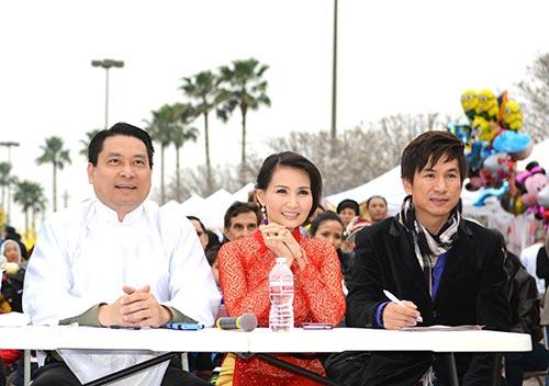 hh suong dang lam giam khao ao dai cho tre viet kieu - 5