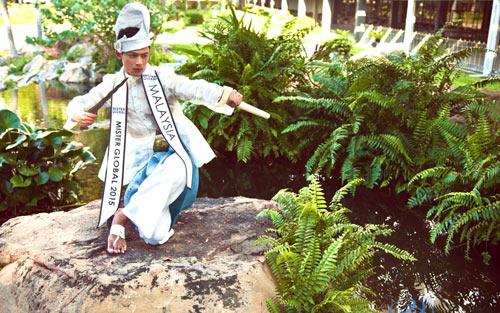 Thí sinh VN diện trang phục bộ đội ở Mister Global 2015 - 6