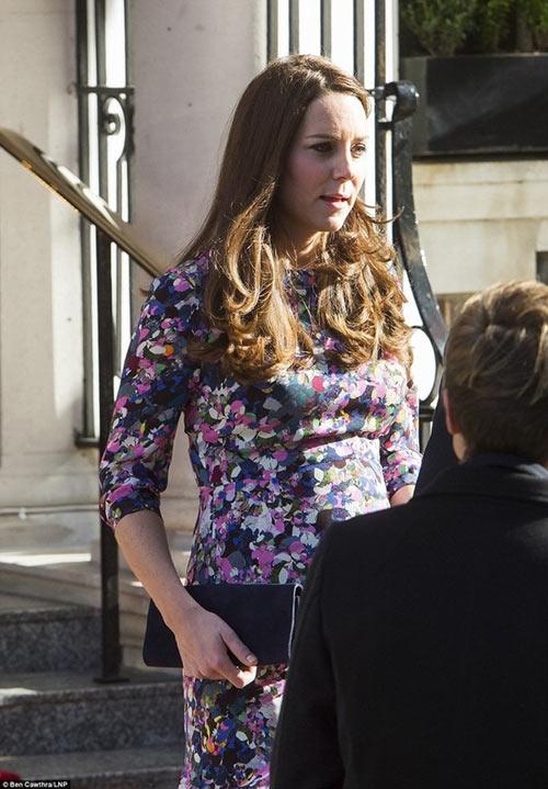 Công nương Kate lộ vẻ mệt mỏi khi mang bầu tháng cuối-2