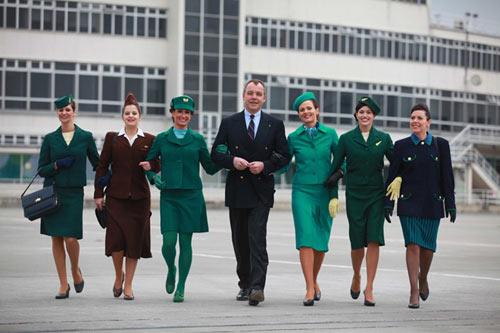 Áo dài của tiếp viên hàng không hay lối ứng xử...-2