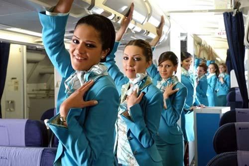 Áo dài của tiếp viên hàng không hay lối ứng xử...-3