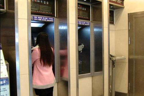 TQ: Bé 2 tháng tuổi bị bỏ rơi trong cây ATM-2