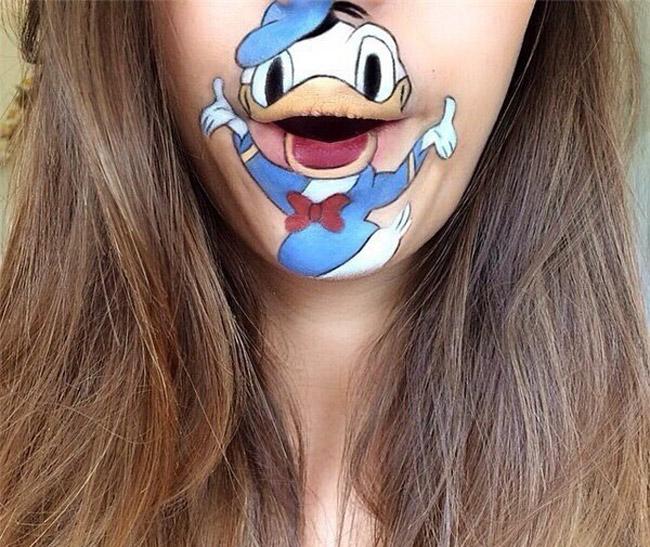 Thú vị kiểu trang điểm môi bằng... hoạt hình