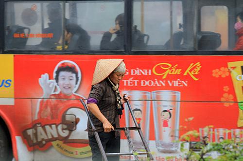 'Thân cò' mưu sinh trong mưa lạnh giữa Thủ đô-10