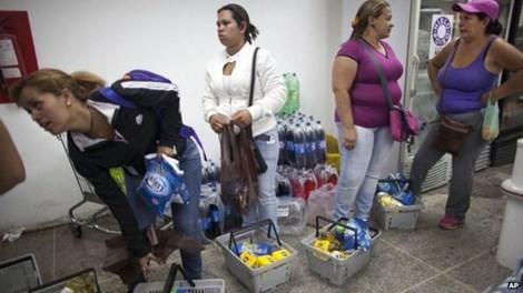 venezuela: muon vao sieu thi, phai kiem tra van tay - 1