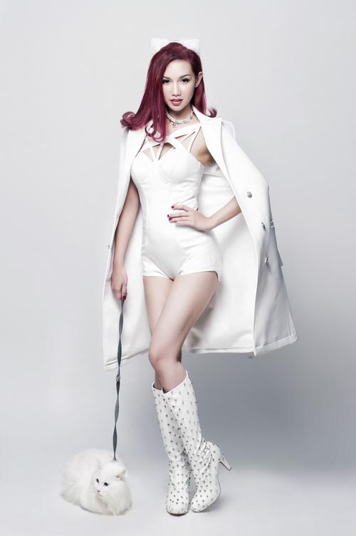 MC Quỳnh Chi gây bất ngờ khi lấn sân ca hát - 1