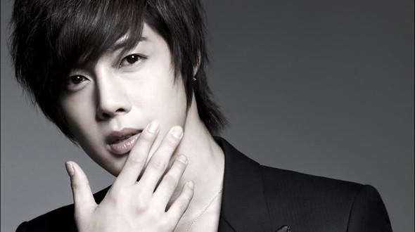 """kim hyun joong nhap ngu """"ne"""" scandal lam bo - 2"""