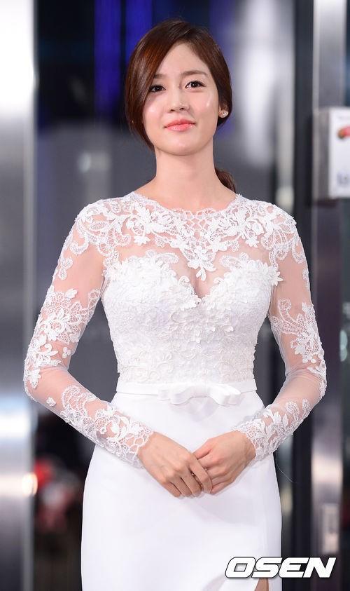 """""""nu hoang tuyet"""" sung yuri chuan bi ket hon - 1"""