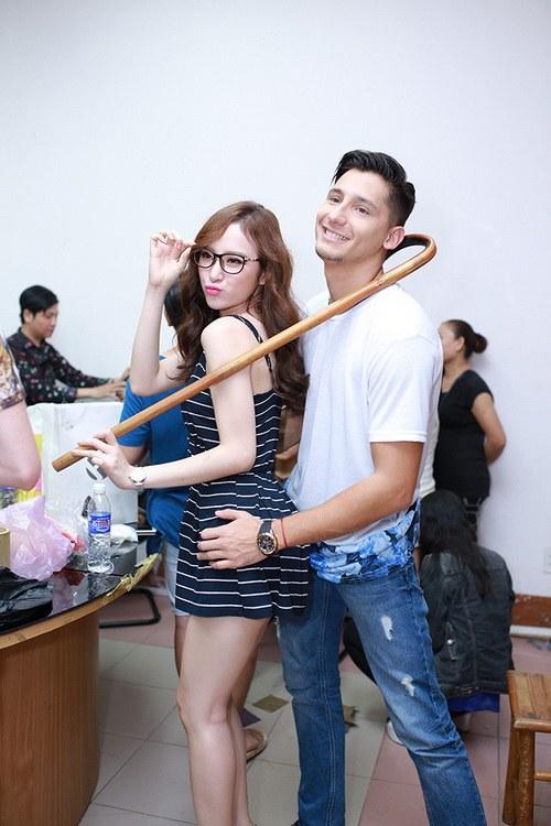 """huong giang idol duoc ban trai """"cung nhu trung"""" - 8"""
