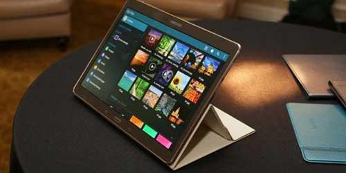tablet bao mat cao cua blackberry gia 2.300 usd - 1