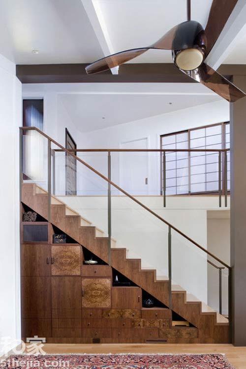 Muôn cách tận dụng gầm cầu thang chứa đồ cho nhà nhỏ - 2
