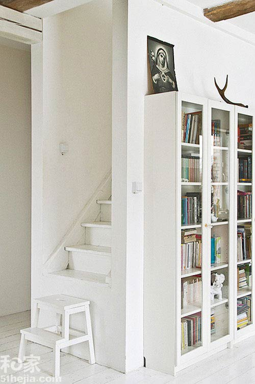Muôn cách tận dụng gầm cầu thang chứa đồ cho nhà nhỏ - 7