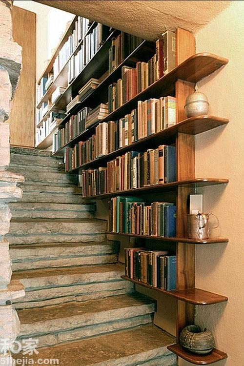 Muôn cách tận dụng gầm cầu thang chứa đồ cho nhà nhỏ - 9