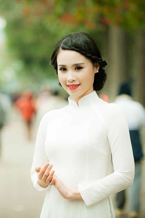 a khoi luu ly tinh khoi ao dai trang don he - 5