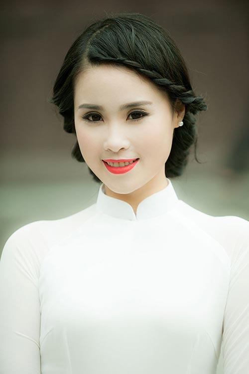 a khoi luu ly tinh khoi ao dai trang don he - 8