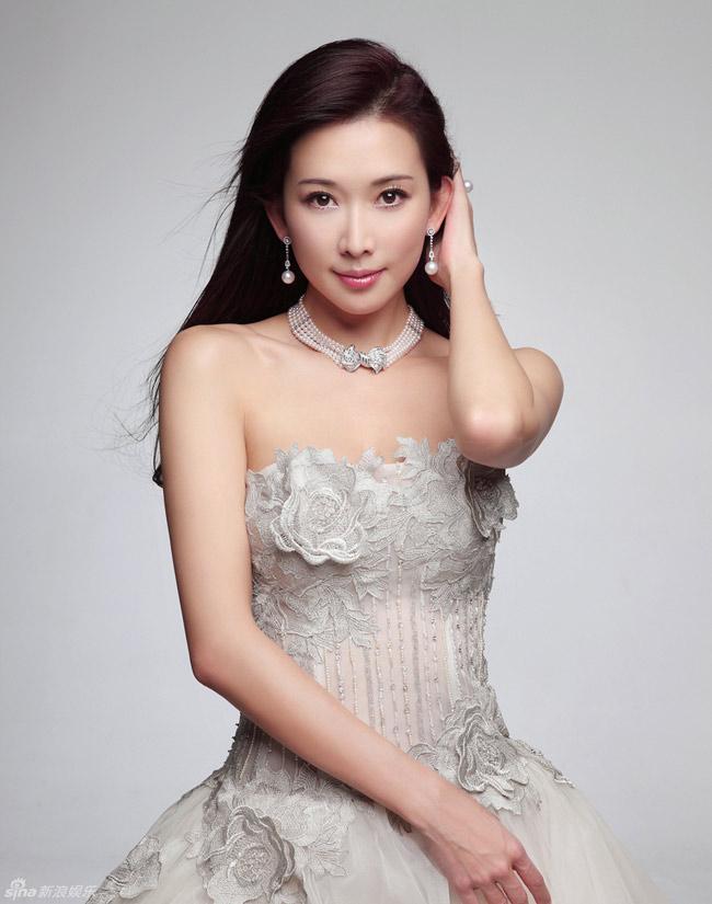 1. Đài Loan:Lâm Chí Linh  Từ năm 2003, Lâm Chí Linh nổi đình nổi đám và đã thay thế Tiêu Tường giành danh hiệu Đệ nhất mỹ nhân xứ Đài.