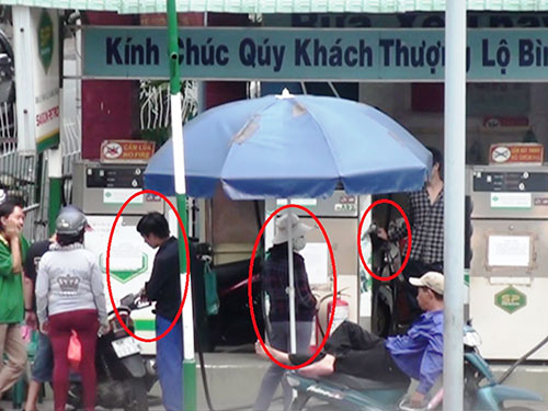 "nhan vien cay xang xoa so, ""uong"" xang cua khach hang - 1"