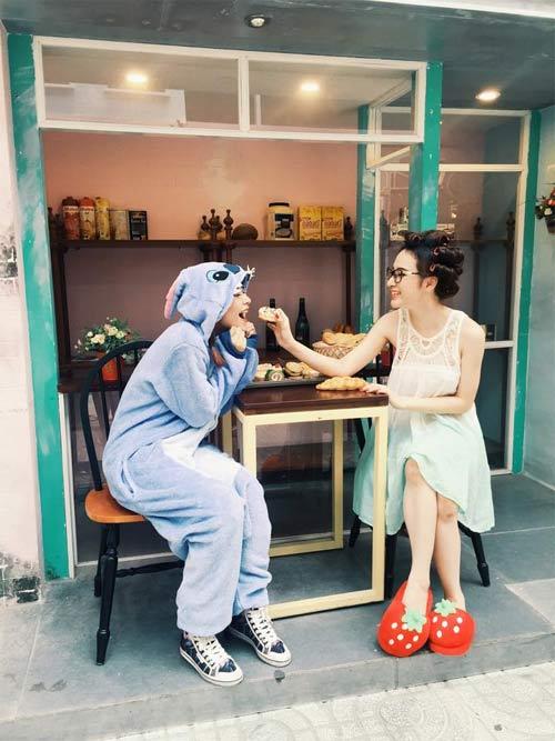 thuy tien hanh phuc khi duoc cham soc chong con - 5