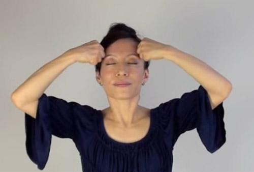 cac dong tac tre hoa bang yoga cho khuon mat (p1) - 7