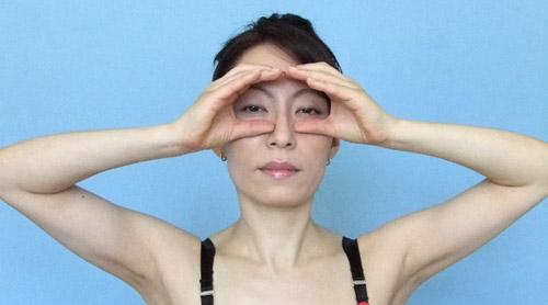 cac dong tac tre hoa bang yoga cho khuon mat (p1) - 3