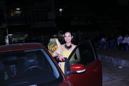 thuy tien khoe dui thon gon khi duoc bung be - 18