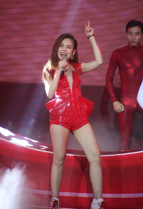 son tung, isaac bung no tren san khau the remix - 7