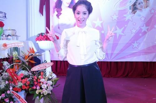 angela phuong trinh, lan ngoc gian di van goi cam - 11