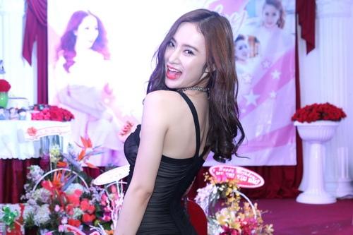 angela phuong trinh, lan ngoc gian di van goi cam - 2