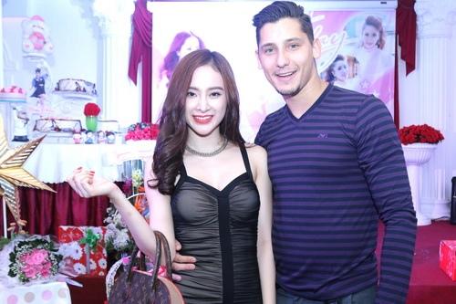 angela phuong trinh, lan ngoc gian di van goi cam - 6