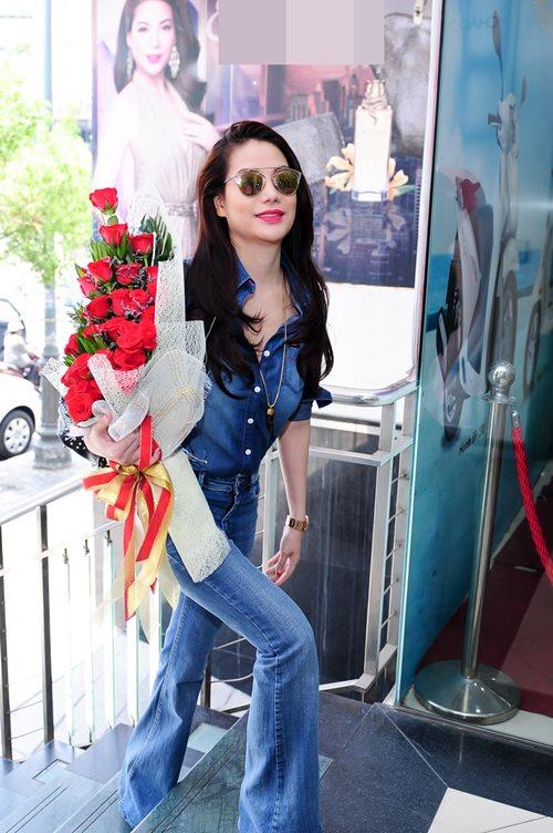 truong ngoc anh bat ngo mang hoa toi tang kim ly - 3