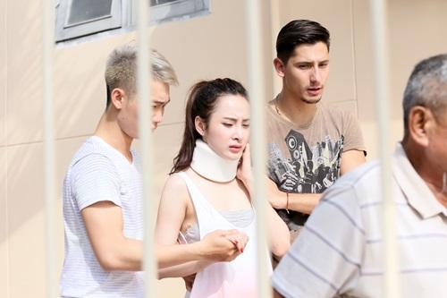 angela phuong trinh nhap vien vi gap chan thuong o co - 15