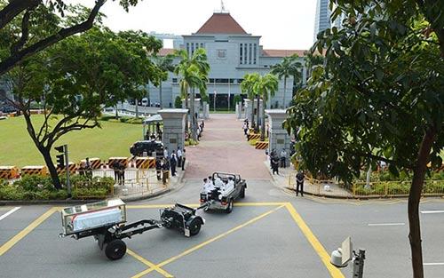 dong nguoi singapore tien dua cuu thu tuong ly quang dieu - 1