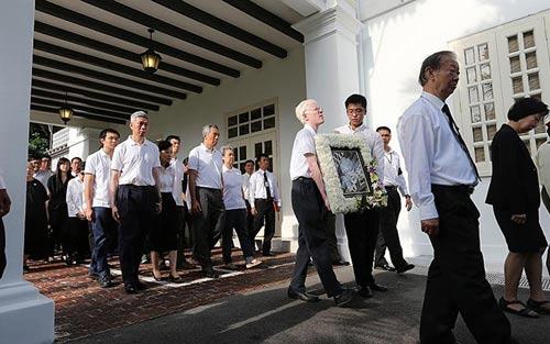 dong nguoi singapore tien dua cuu thu tuong ly quang dieu - 2