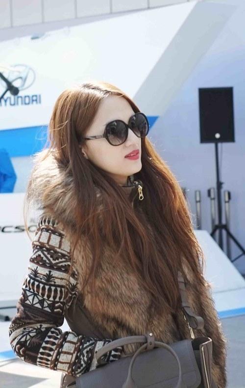 huong giang idol lang man hon ban trai tren duong pho - 5