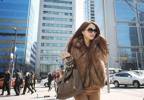 huong giang idol lang man hon ban trai tren duong pho - 8