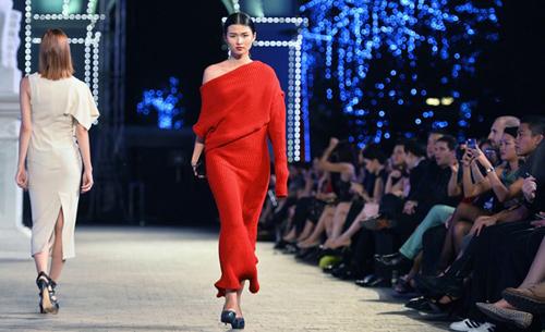 khoi dong hao hung cung dep fashion runway 4 - 3