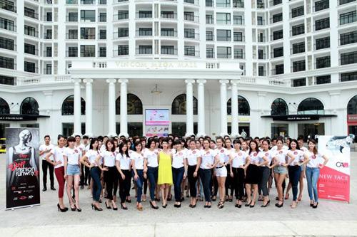 khoi dong hao hung cung dep fashion runway 4 - 1