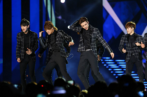 exo doi non la fan tang trong concert music bank - 17