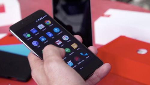 5 smartphone tam trung tot nhat trong 2015 - 5