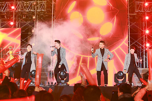 "luu huong giang toa sang tai nhac hoi ""countdown 2016"" - 11"